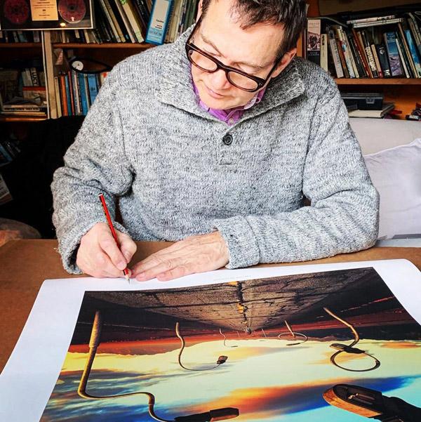 Rupert Truman signiert den Druck des Covers Pink Floyd Box Set The Later Years